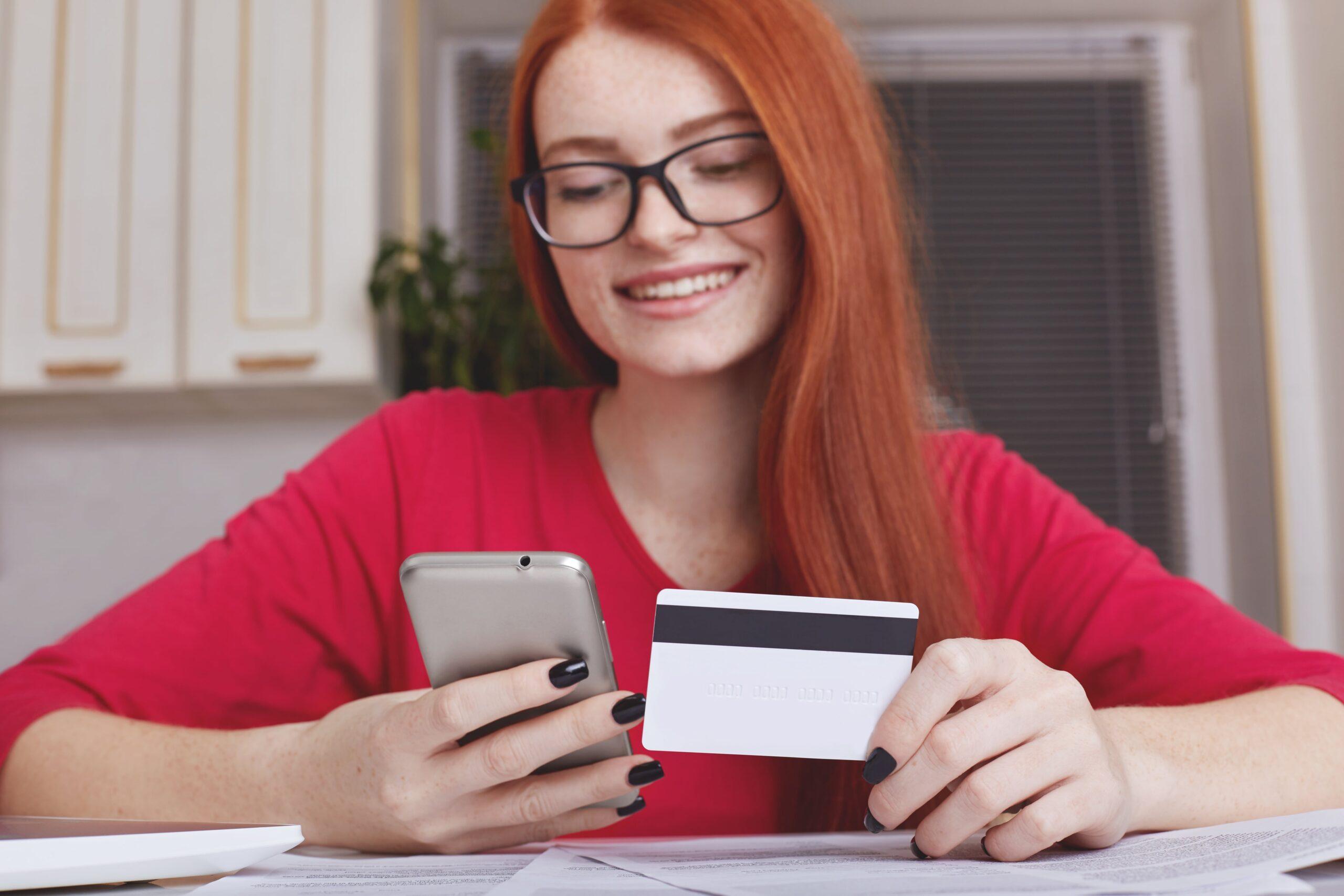 Consumidora na etapa de decisão de compra